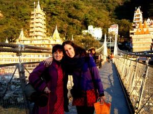 Laura y yo en el famoso puente de Rishikesh